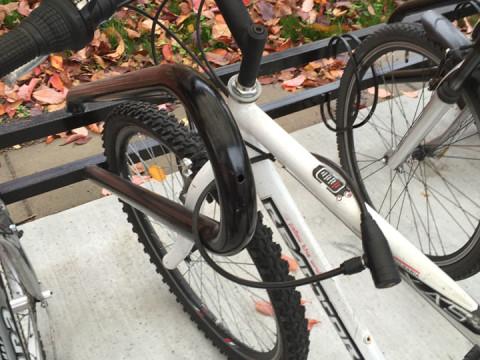Vingen-cykelställ-Låsbom-lack